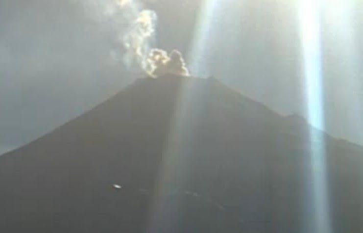 MESSICO ALTRO UFO SOPRA VULCANO POPOCATEPETL IL 03.03.2013