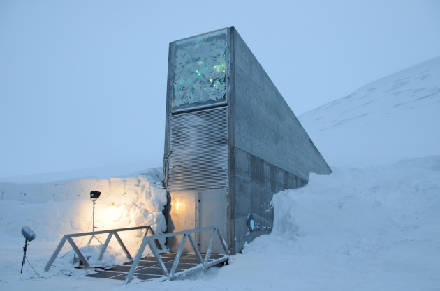 ARCHE BUNKER E SUPER SOLDATI QUALE FUTURO l'ingresso del bunker del seme a svalbard norvegia