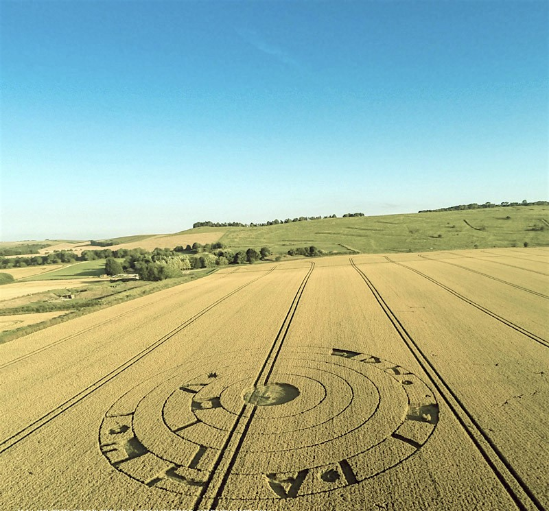 BURDEROP DOWN COMPARE CROP CIRCLE 20 LUGLIO 2016 foto 2