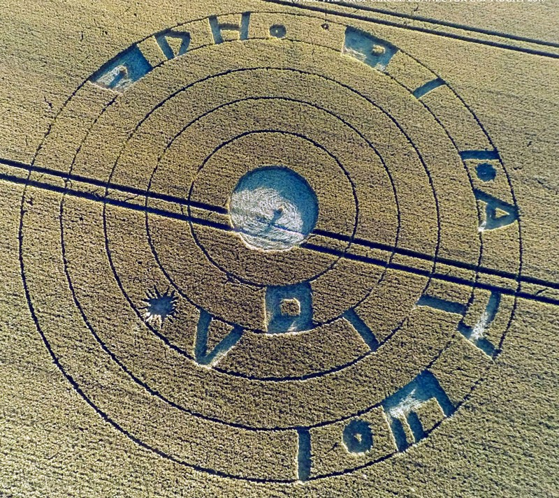 BURDEROP DOWN COMPARE CROP CIRCLE 20 LUGLIO 2016