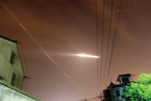 HANGZHOU CINA AVVISTAMENTO UFO IL 08.07.2010 CINA ORIENTALE-HANGZHOU ORE 0930 CIRCA DEL 08.07.2010 FOTO SCATTATA DA UN ABITANTE