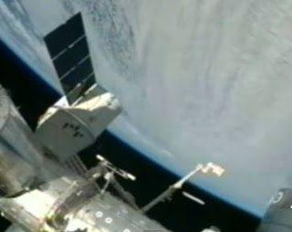 STAZIONE SPAZIALE I.S.S. RIPRENDE UFO 07.12.2011