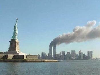 NOSTRADAMUS PARIGI E L'INIZIO DI UNA GRANDE GUERRA National_Park_Service_9-11_Statue_of_Liberty_and_WTC_fire