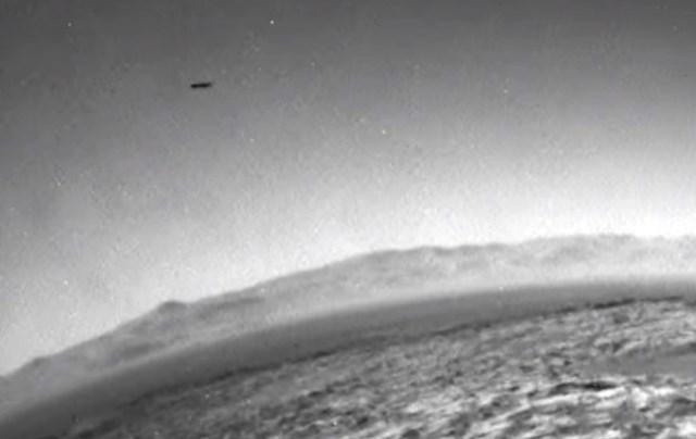 ROVER CURIOSITY FOTOGRAFA UFO SU MARTE dicembre 2015 foto 1
