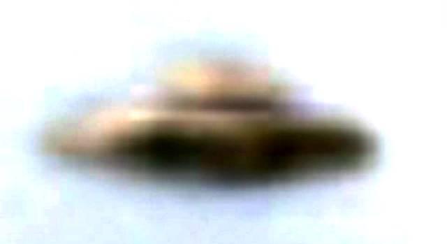 UFO FILMATO IN ARGENTINA IL 02 MARZO 2015 Avenida Martinez De Hoz foto 3