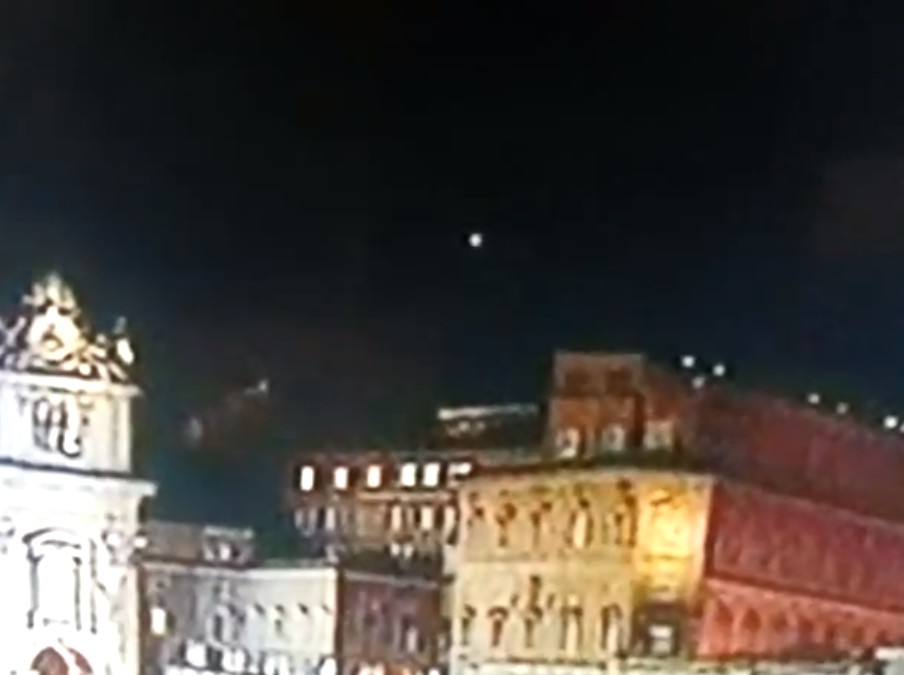 ROMA UFO SUL VATICANO DOPO ELEZIONE PAPA FRANCESCO 13.03.2013 UFO-Papa-Francesco464-Mar.13.03.2013