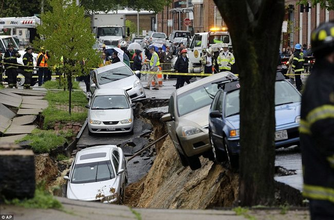 SINKHOLE SI APRE A BALTIMORA MARYLAND 1 MAG. 2014