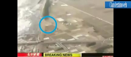 TSUNAMI IN GIAPPONE CON AVVISTAMENTO UFO GIAPPONE UFO DURANTE LO TSUNAMI  terremoto giappone ufo